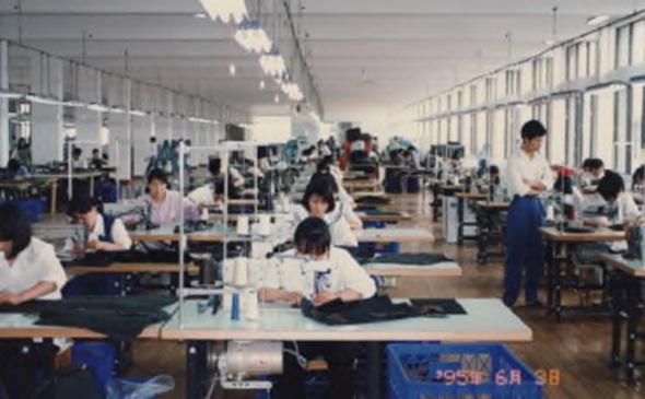 1990年代国内工場縫製作業 YURI CO.,LTD.