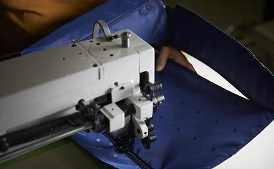 鞄の縫製 YURI CO.,LTD.